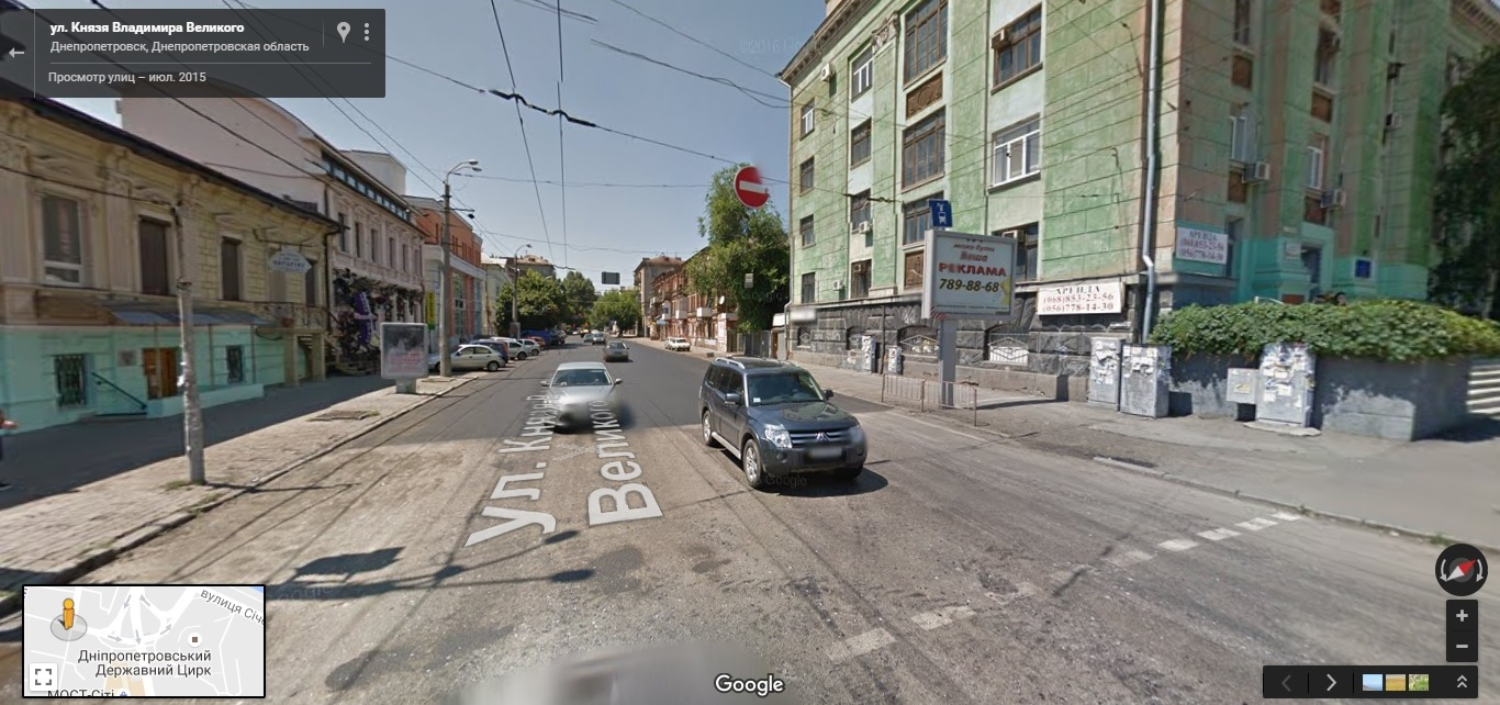 Кирпич над улицей Князя Владимира Великог