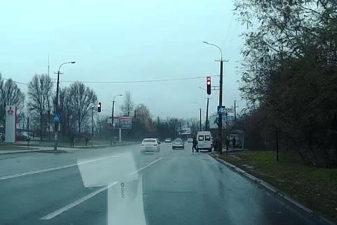 АвтоСидор проскакивает на красный