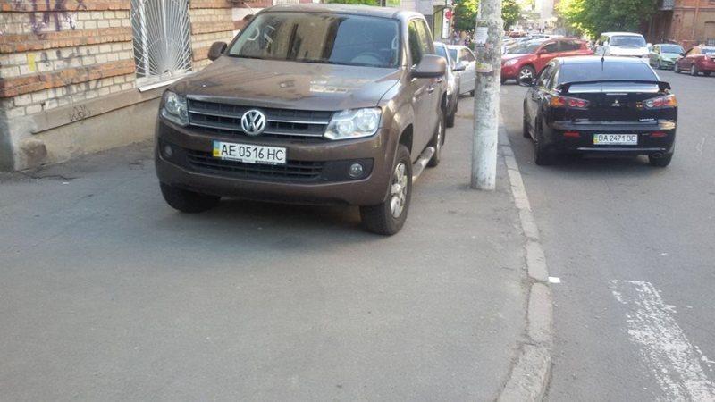 Тротуар - любимое место для парковки