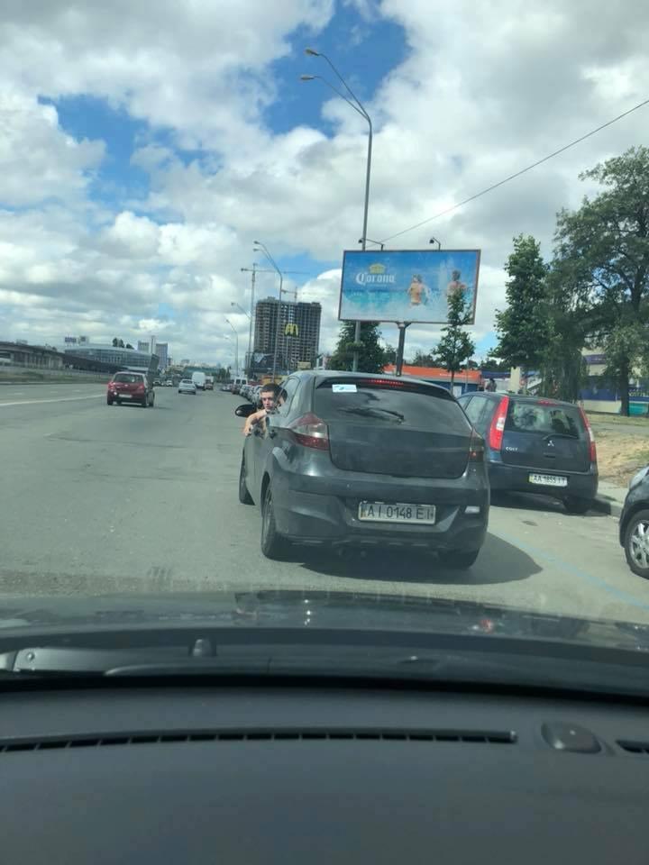 """Водитель - """"свинка"""" на Броварском проспекте в Киеве"""