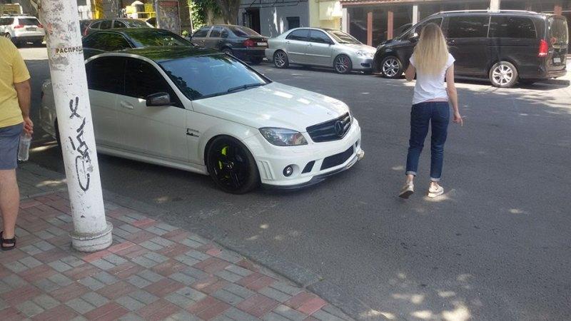 Mercedes-Benz С-Class с номером АЕ 0063 ОО