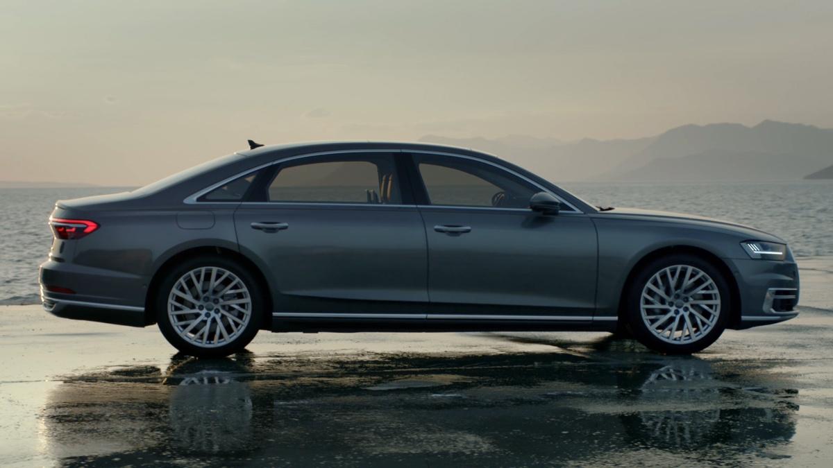Audi A8 в кузове седан