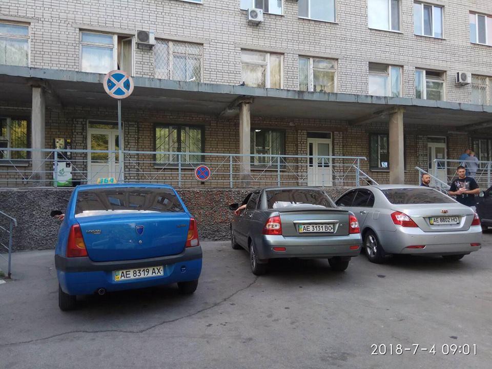 Dacia Logan с номером АЕ 8319 АХ, Lada Priora с номером АЕ 3131 ВО и Geely Emgrand с номером АЕ 8802 НО