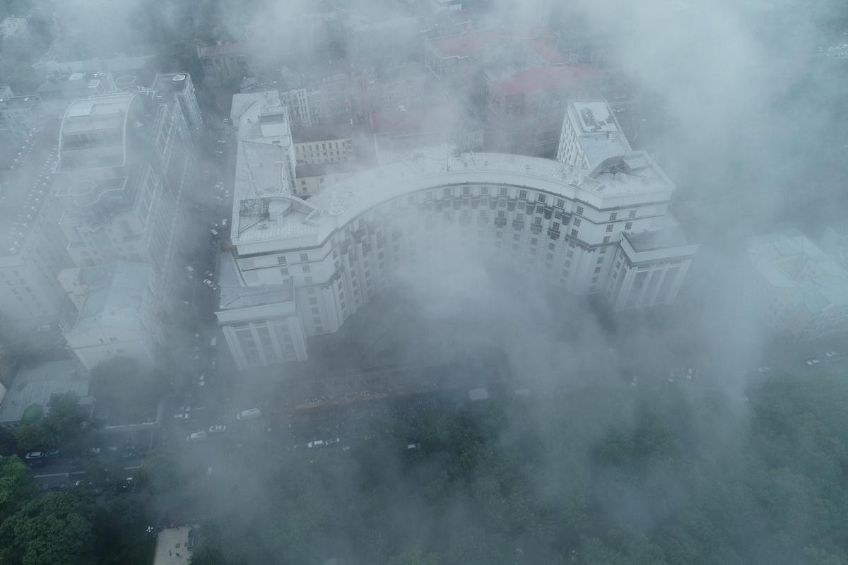 """Во время митинга со стороны """"евробляхеров"""" полетели дымовые шашки"""