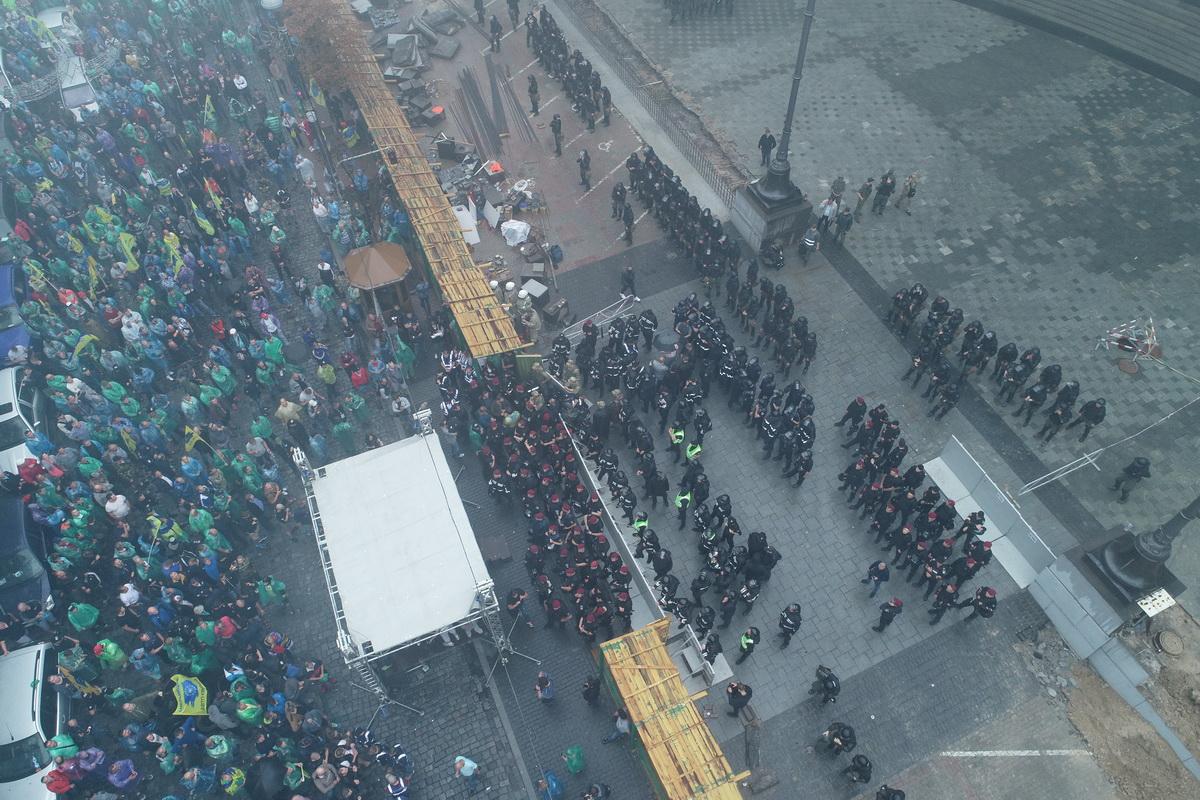 Митингующих не пускают к зданию Кабмина