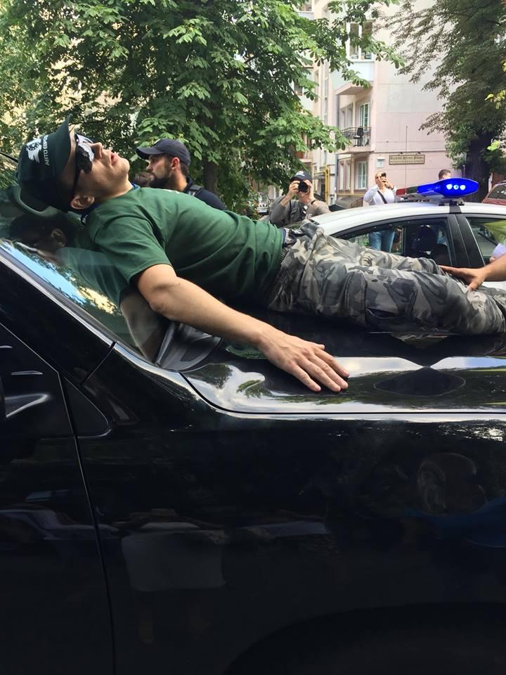 """Под ВР """"евробляхеры"""" устроили немирную акцию"""