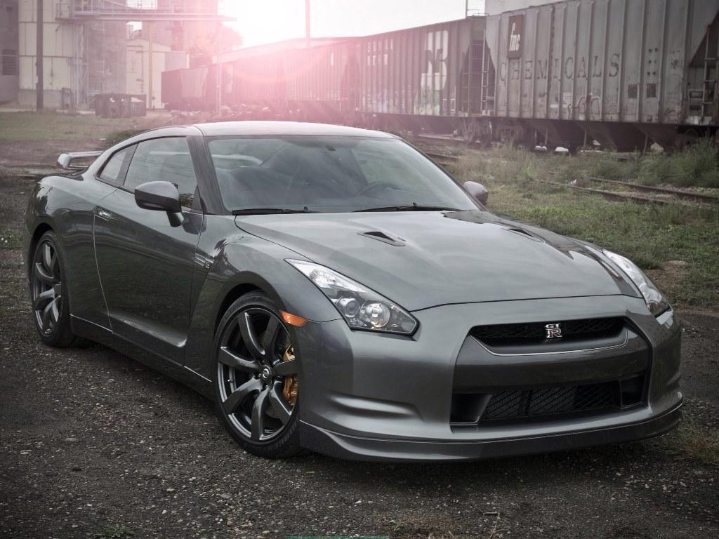 Новенький Nissan семейства GT-R