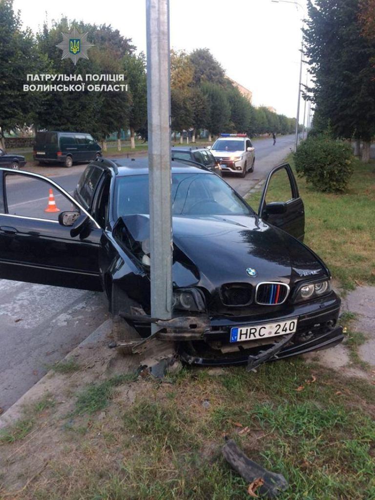 В Ковеле BMW въехал в электроопору