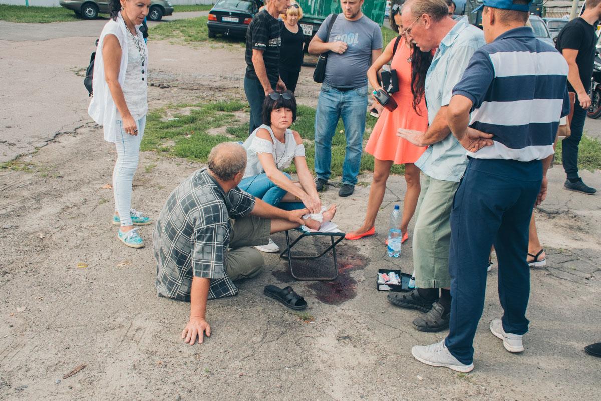Водитель VW прострелил ногу мужчине, который мешал ему ехать по тротуару