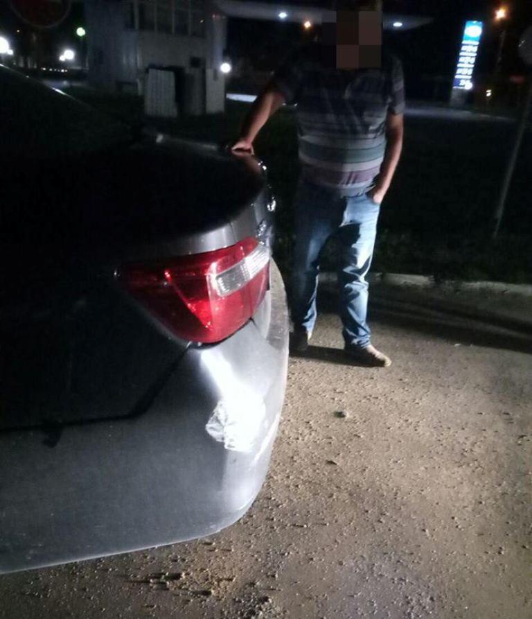 Повреждения после столкновения на автомобиле Infiniti.