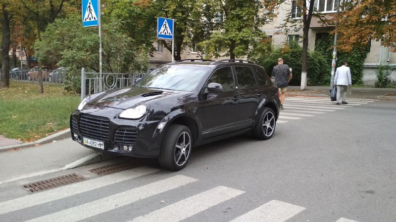 Porsche Cayenne с номером АА 4282 НМ
