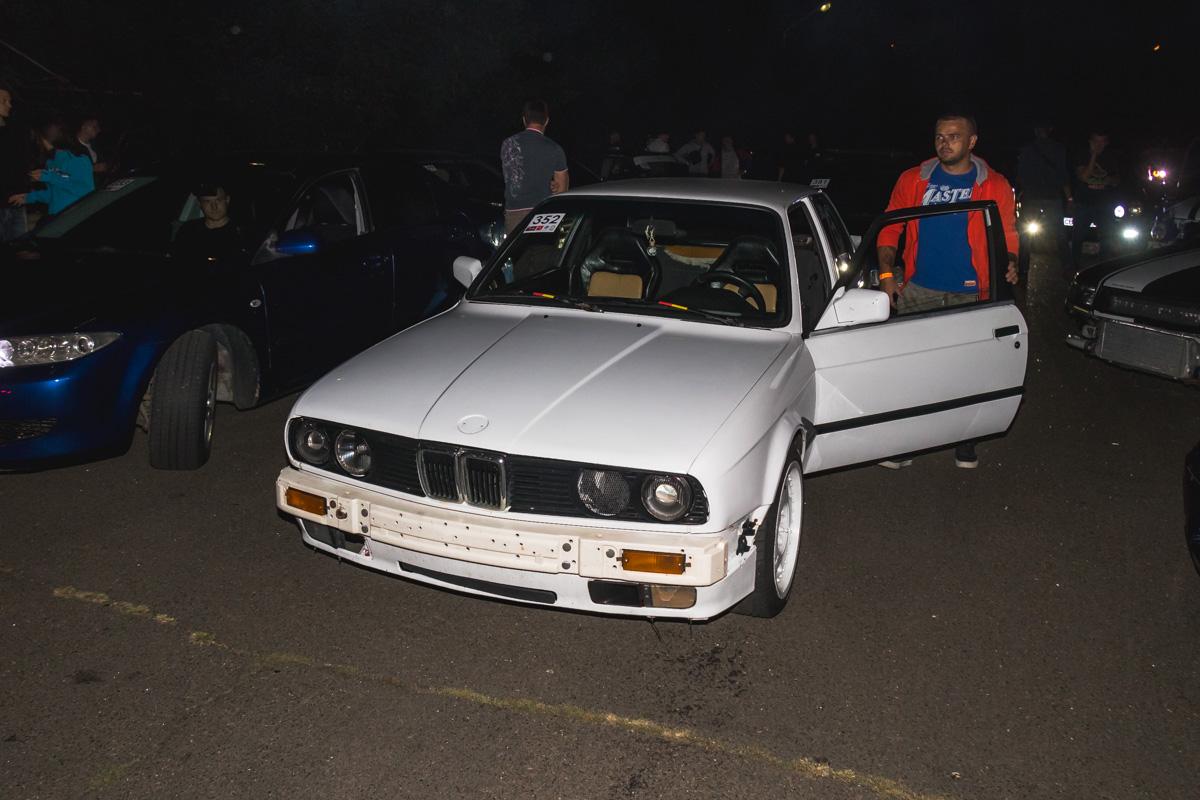 BMW E30 показала всем как надо