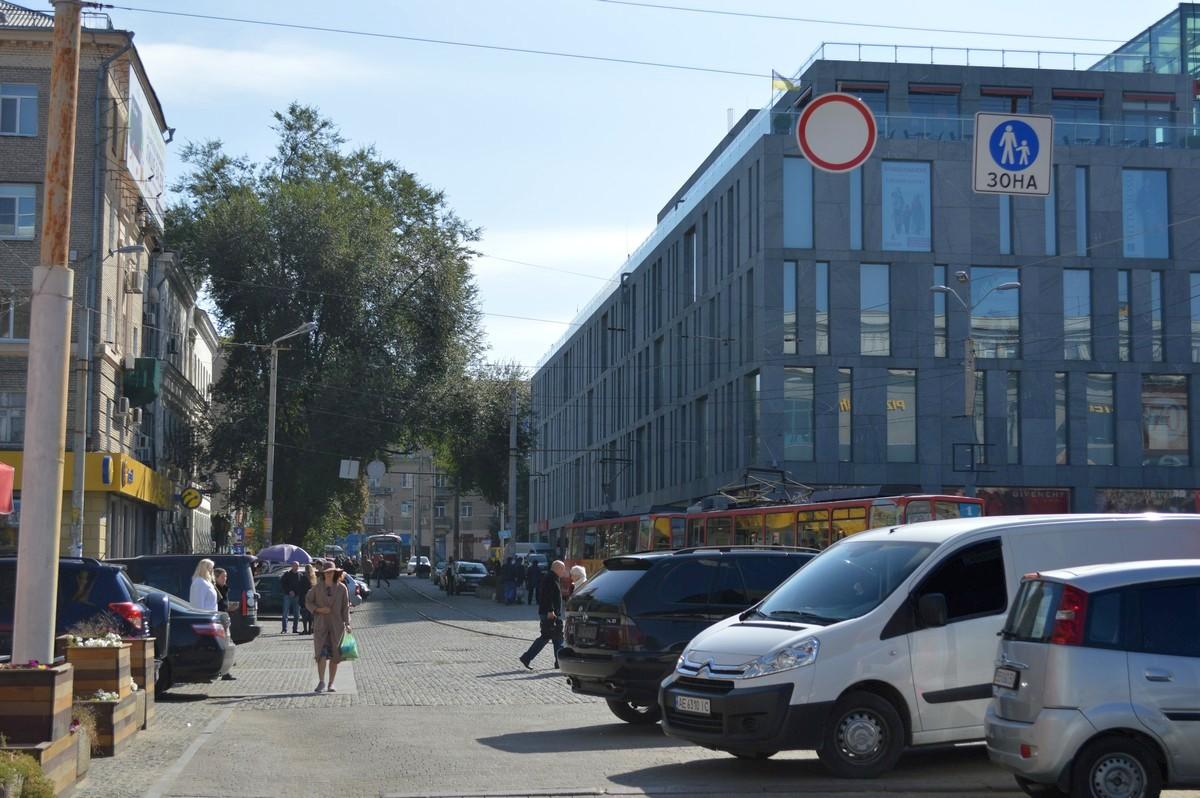 """Знаки 3.1 """"Движение запрещено"""" и 5.33 """"Пешеходная зона"""""""