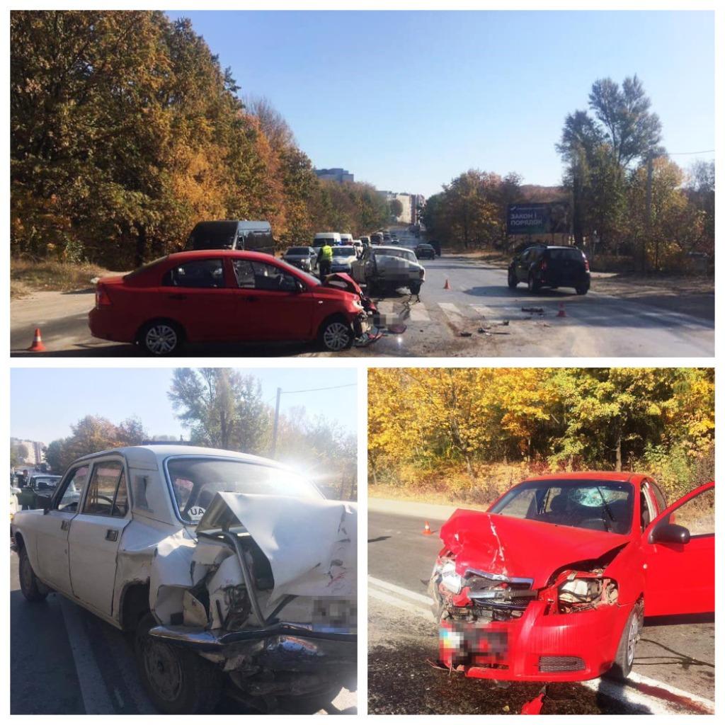 В результате столкновения двух автомобилей пострадал пешеход