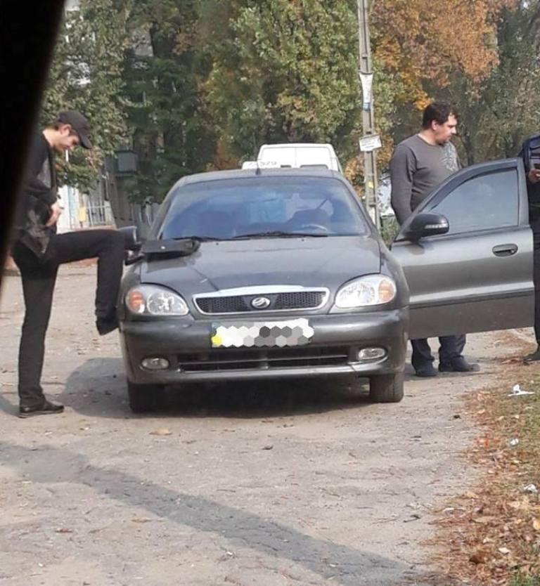 Водитель ZAZ Sens распивал спиртное и предлагал взятку правоохранителям