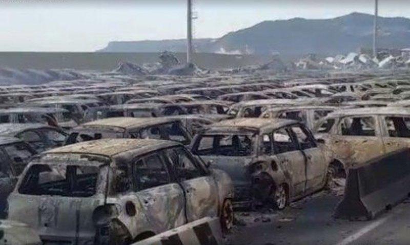Пожар охватил и другие транспортные средства