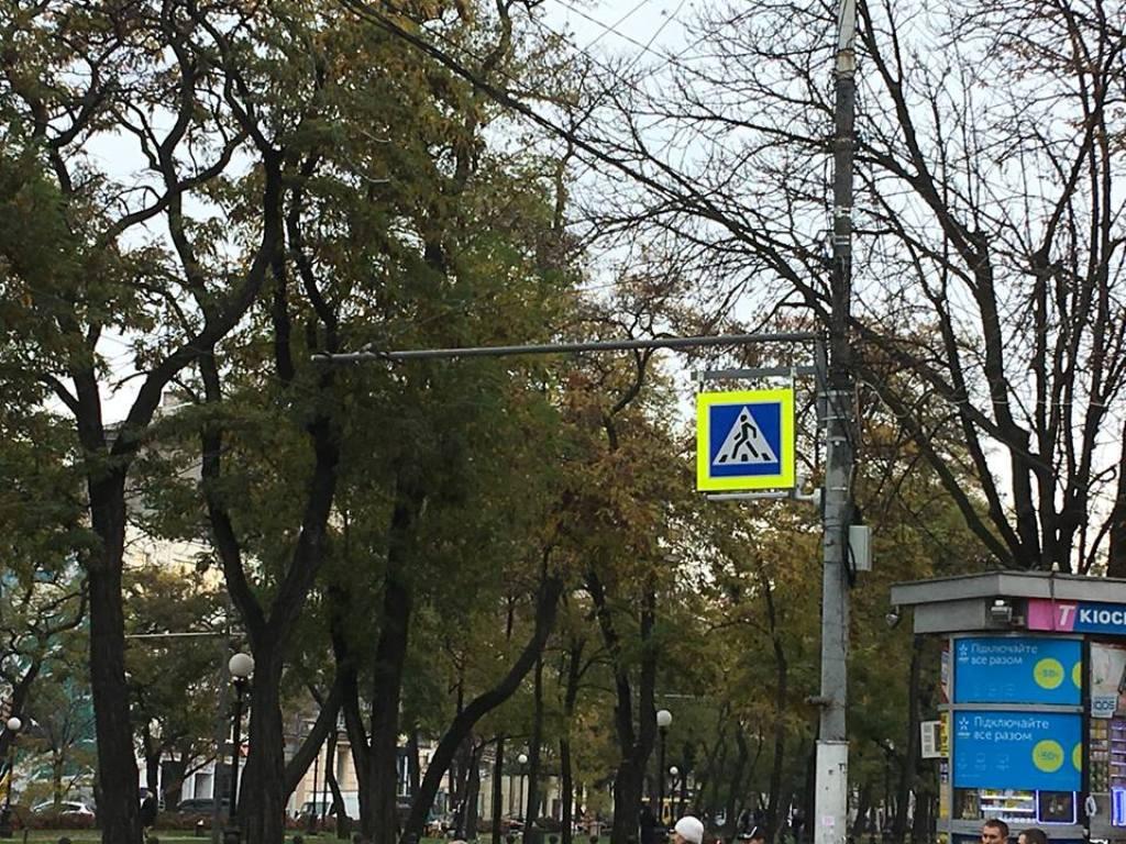 """На центральном проспекте города демонтировали знаки 5.11 """"полоса для общественного транспорта"""""""