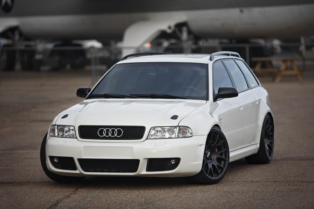 Audi RS4 Avant Quattro B5