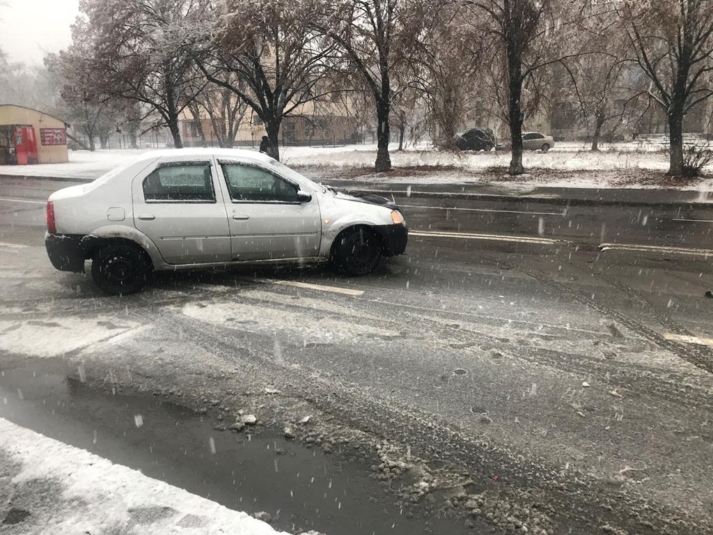 В ДТП попал автомобиль Dacia Logan