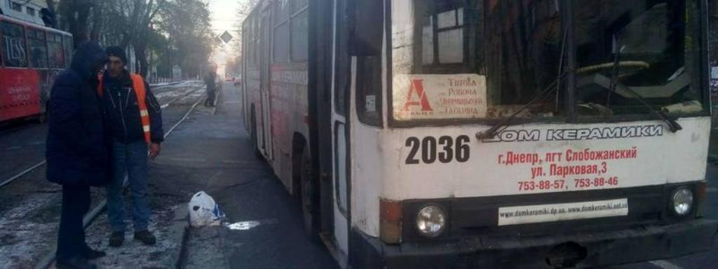 Мужчина-пешеход врезался в троллейбус