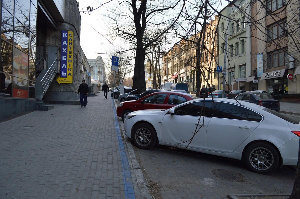 Новая парковка на улице Михаила Грушевского
