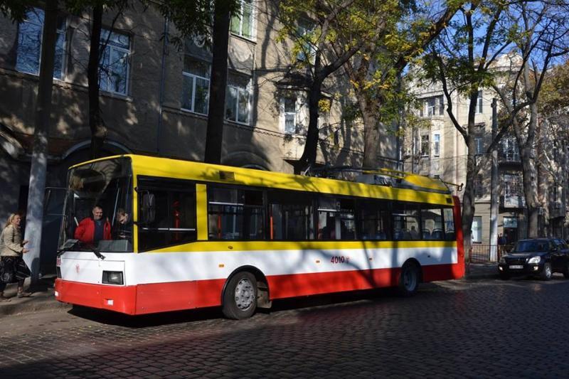 По Одессе проехал первый электробус