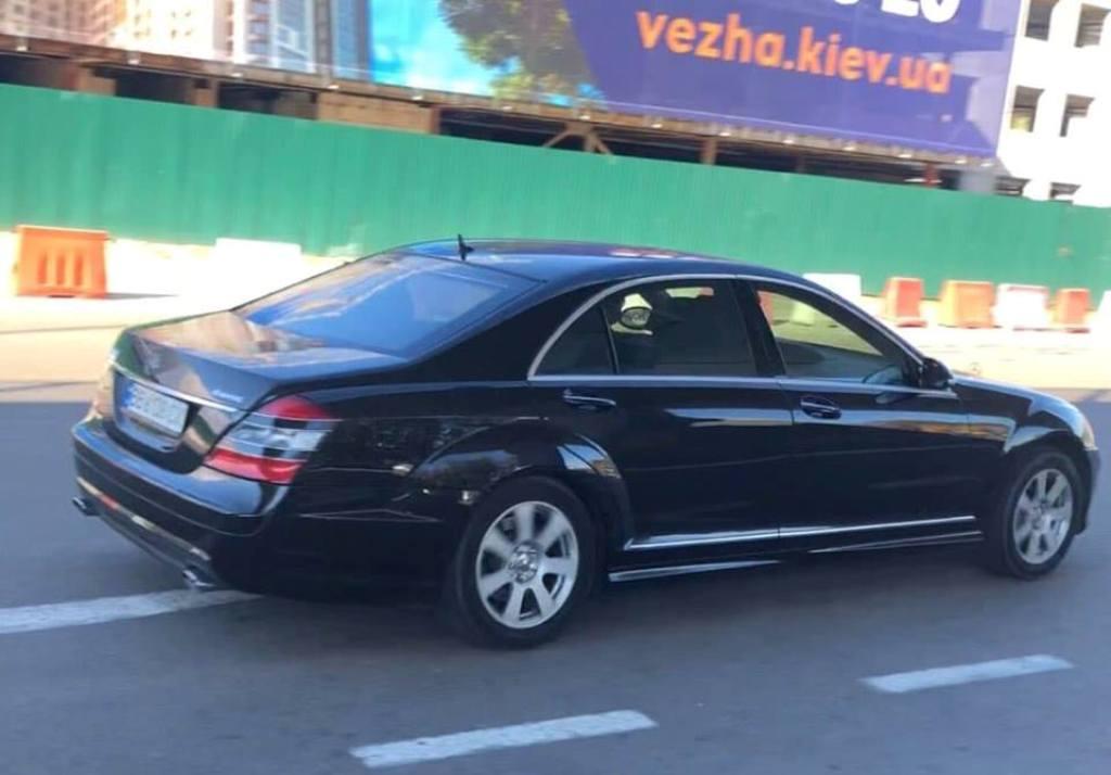 Автомобиль угнали с парковки ТРЦ Lavina