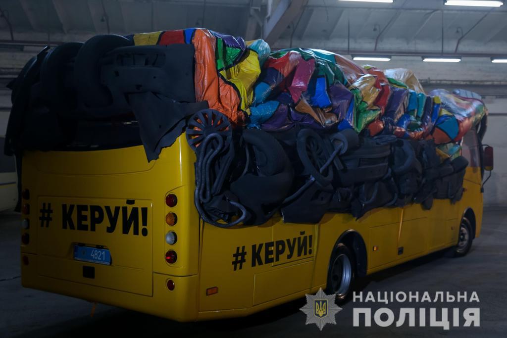"""""""Неуправляемый автобус"""" оборудован таким образом, чтобы создавалось впечатление, будто за рулем никого нет"""