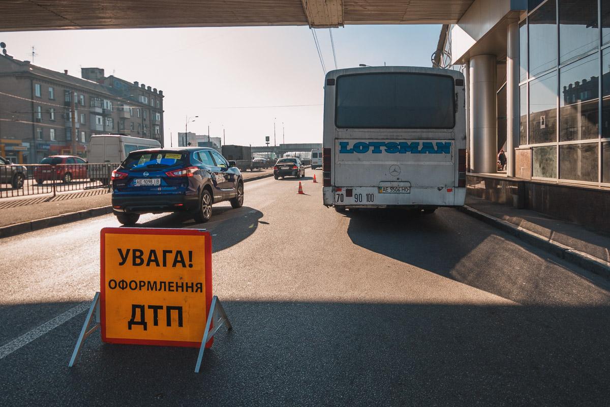 На Слобожанском проспекте маршрутка № 115 задела пожилую женщину