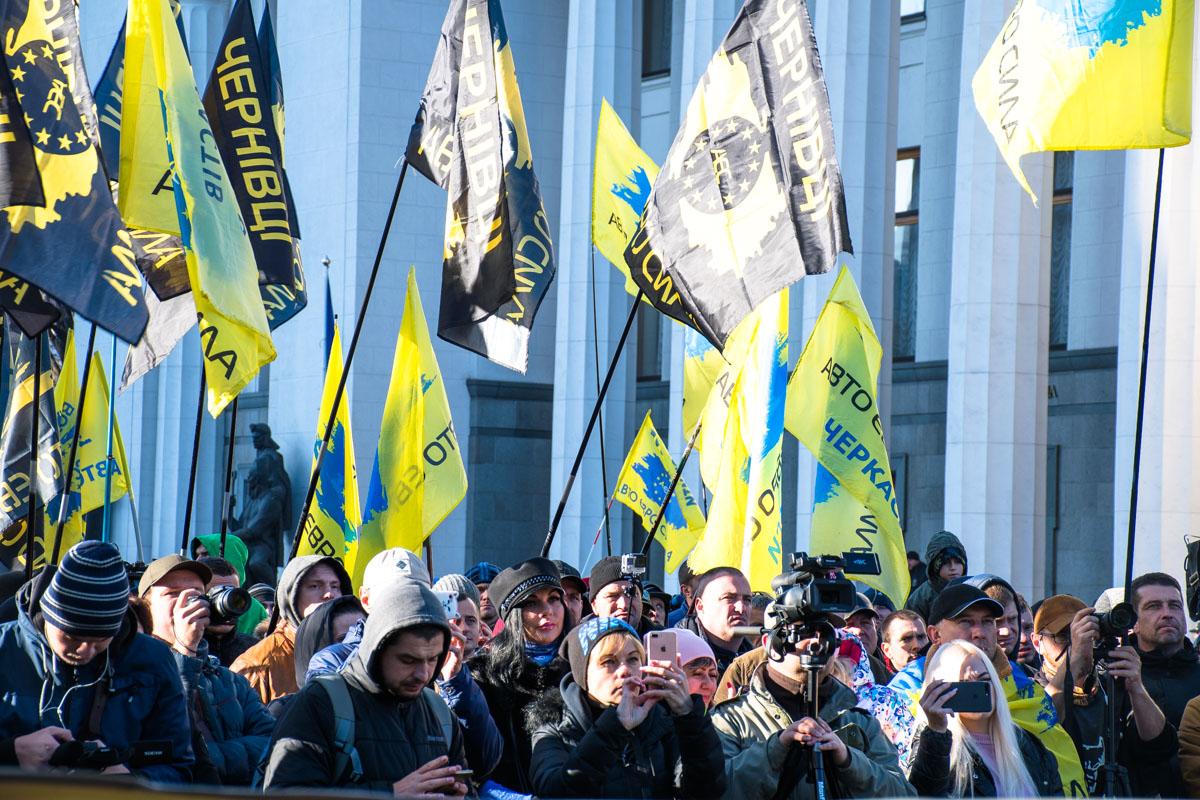 Люди съехались со всей страны, дабы добиться правильного решения от парламентариев