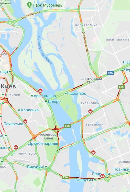 По состоянию на 12:00 движение затруднено на всех мостах кроме Северного
