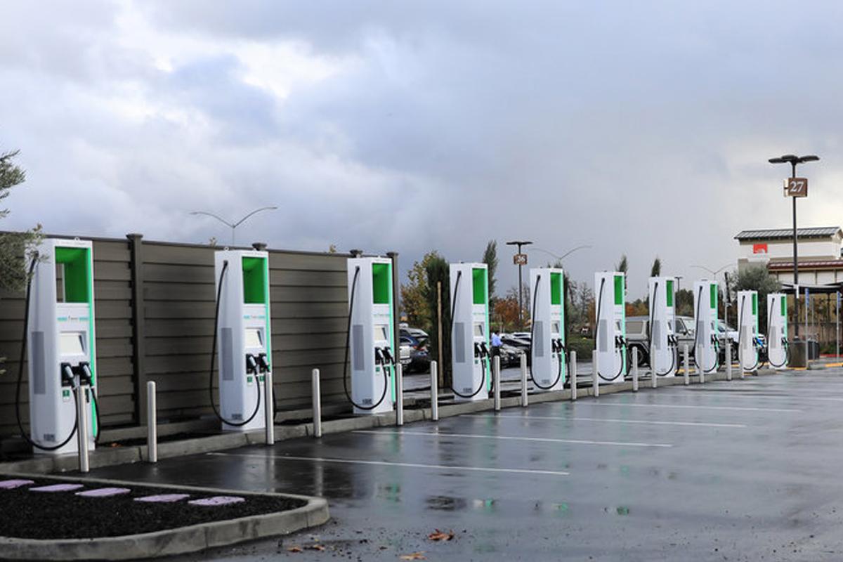 Скоростная зарядная станция от Electrify America