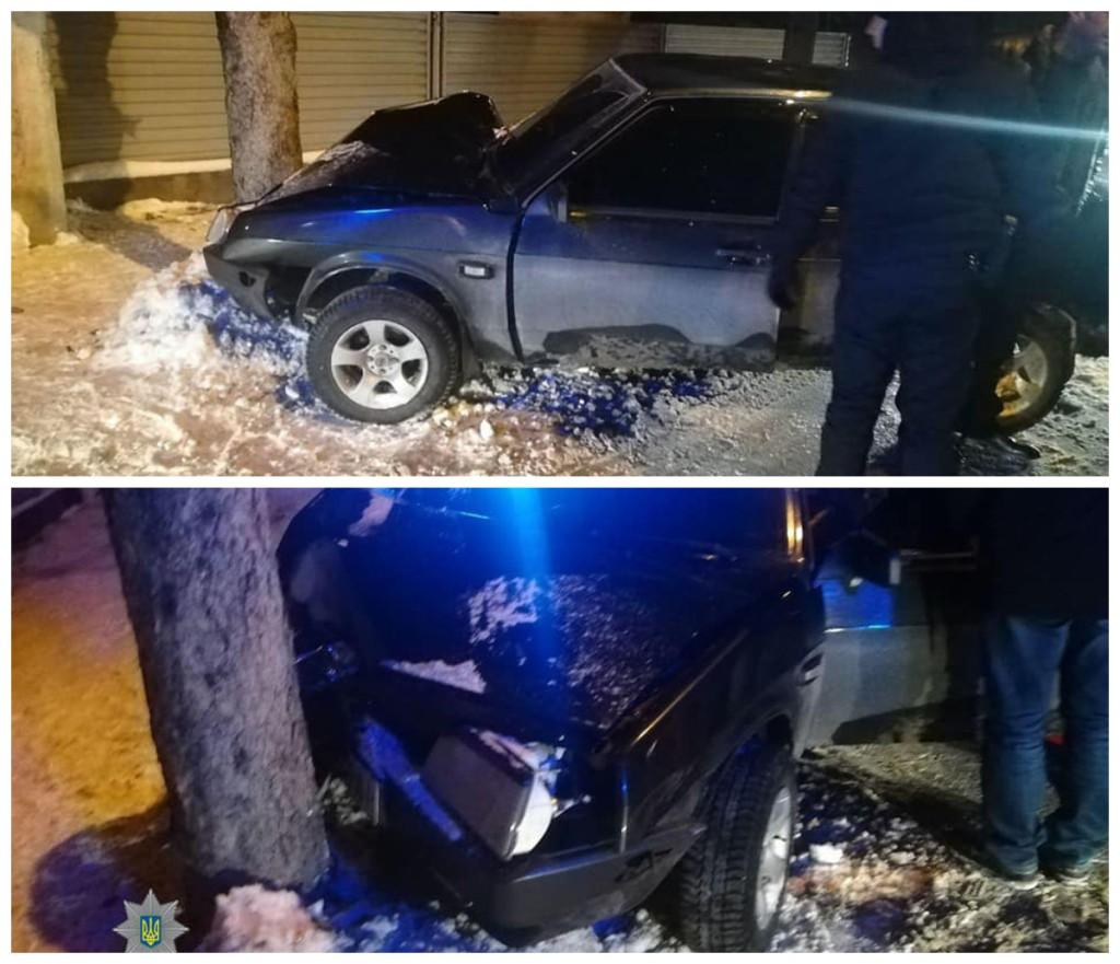 Пьяный водитель столкнулся с деревом