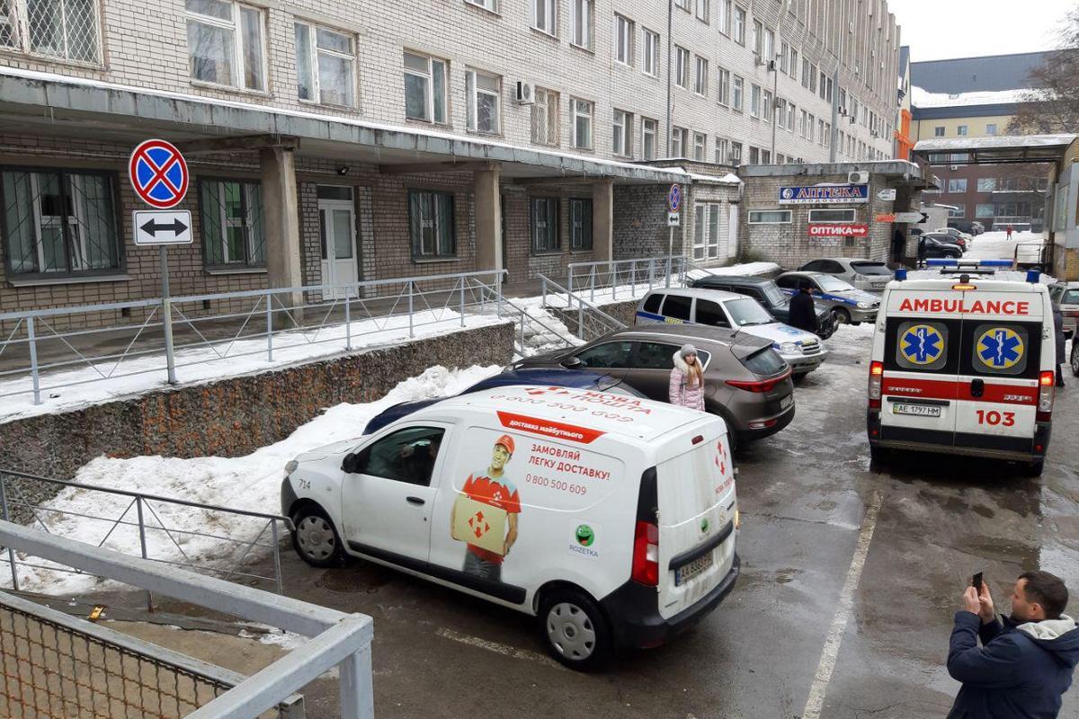 """Водители игнорируют знак и разметку и паркуются на месте для автомобилей """"скорой помощи"""""""