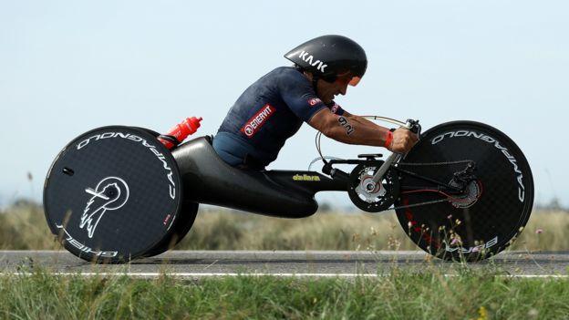 Дзанарди регулярно участвует в соревнованиях по триатлону Ironman