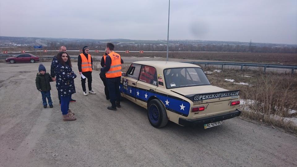 На мероприятие приехали профессиональные дрифтеры и мастер спорта по автоспорту из Павлограда Николай Британ