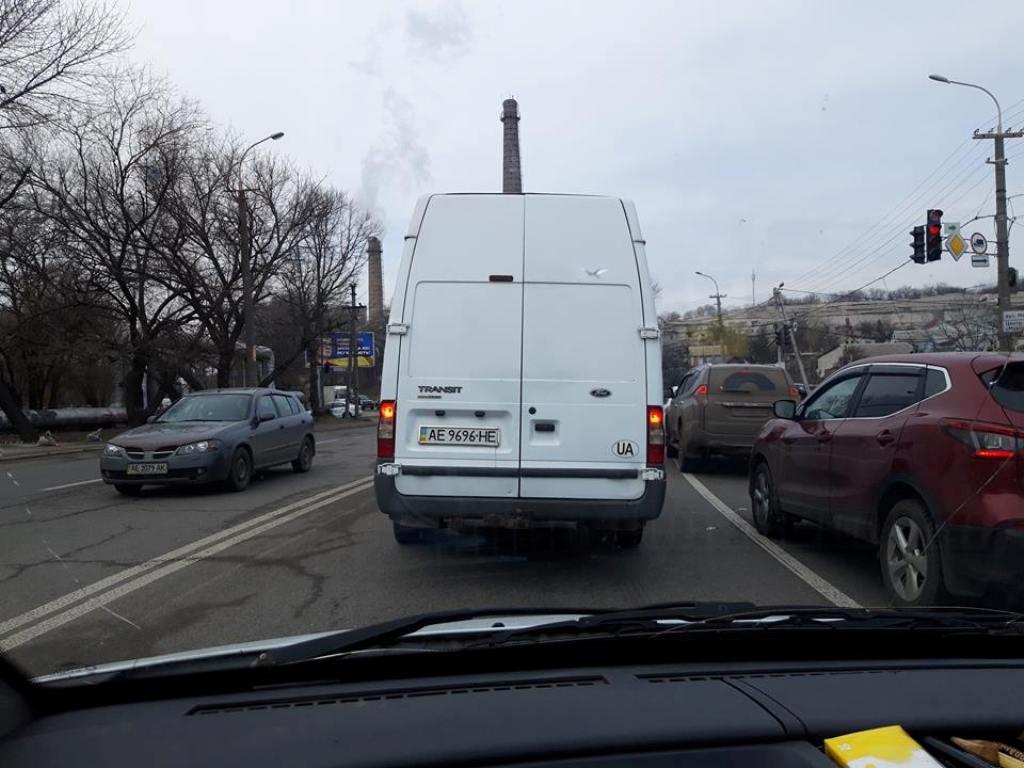 Водитель Ford Transit несколько раз создал аварийную ситуацию