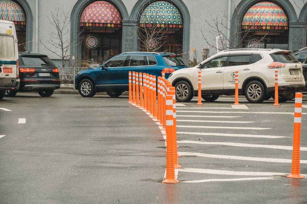 Из-за нарушений парковки власти установили делиниаторы