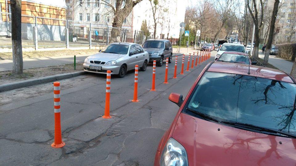 Делиниаторы установили на улице Смоленской