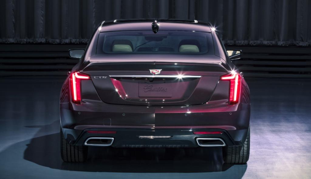 В отличии от своих предшественников Cadillac CT5 получил более агрессивный дизайн