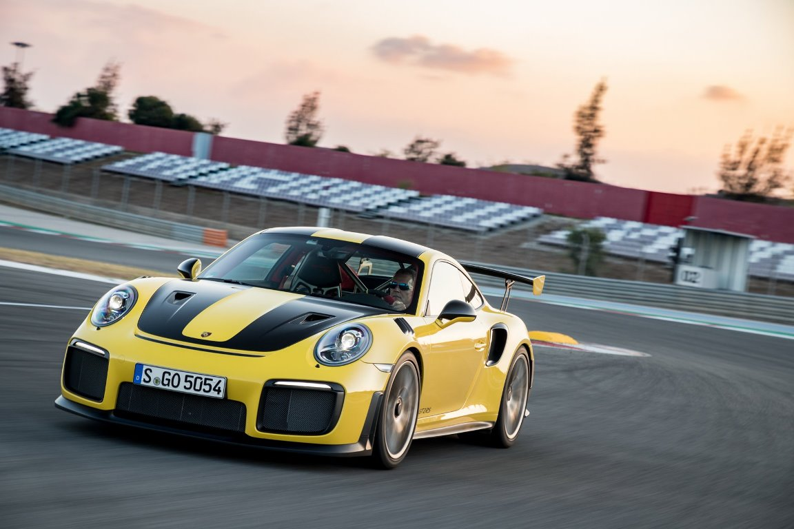 Автомобиль стал самым быстрым 911 в истории