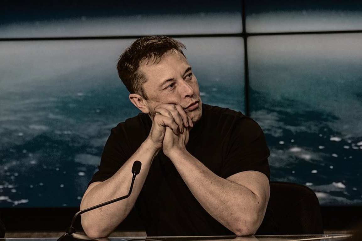 У Илона Маска украли секретные разработки