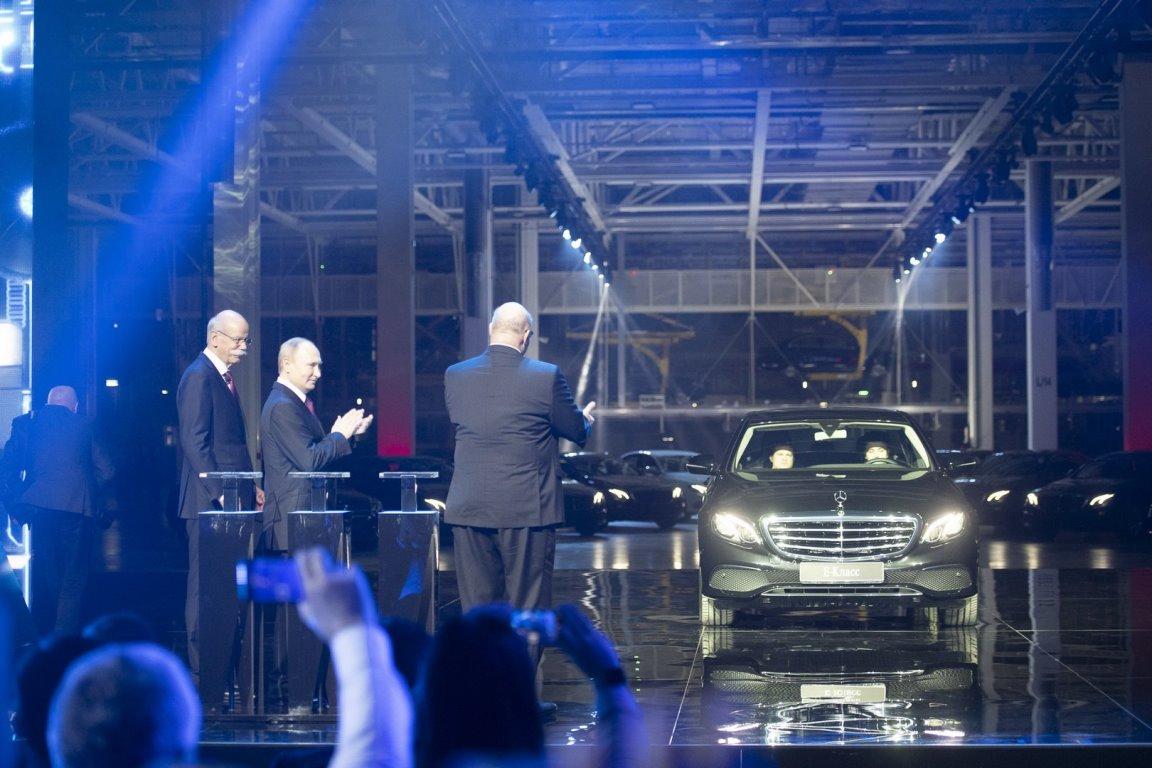 Владимир Путин поприсутствовал на торжественном открытии завода Mercedes в России