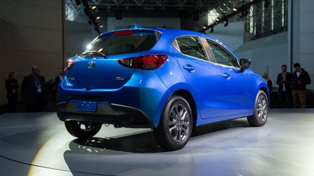 Toyota Yaris будет предлагаться в комплектации LE и XLE