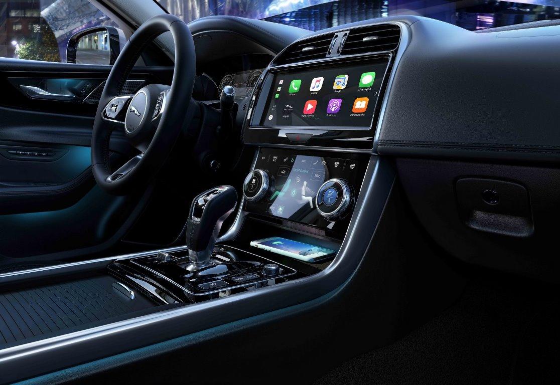 Интерьер Jaguar XE