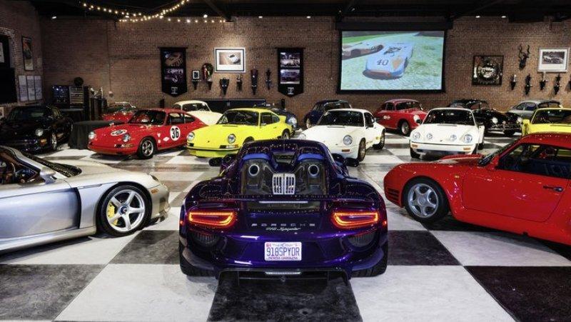 Коллекция состояла из 80 редких Porsche