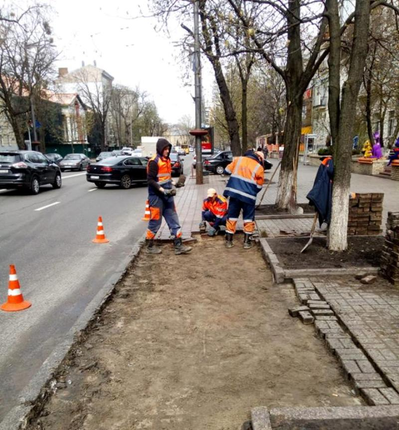 На улице Ивана Мазепы оборудуют парковочный карман