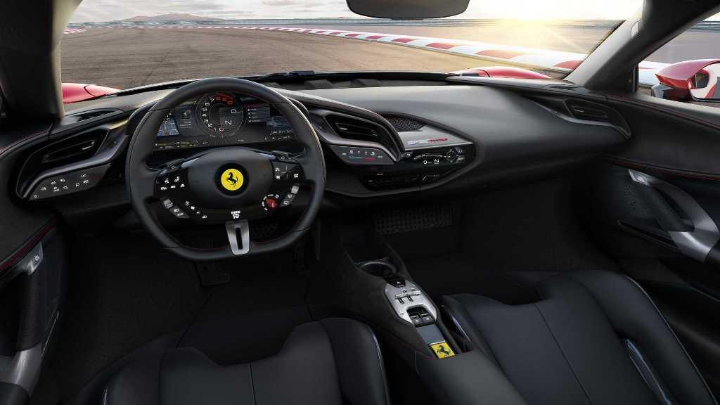 Новый дизайн кабины подчеркнул руль с интегрированными сенсорными панелями