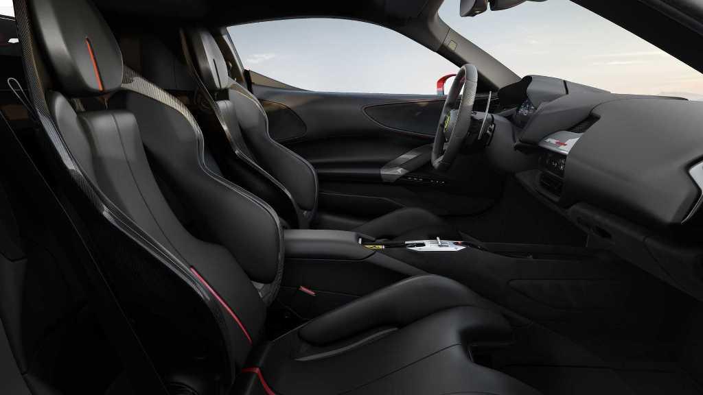 Из-за мощного двигателя изменилась прижимная сила, поэтому была изменена аэродинамика кузова и кабина смещена вперед