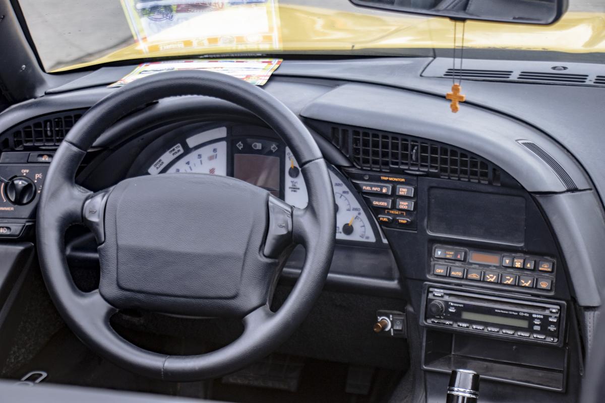 Салон старенького Corvette